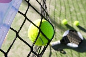 Bola, red y raqueta