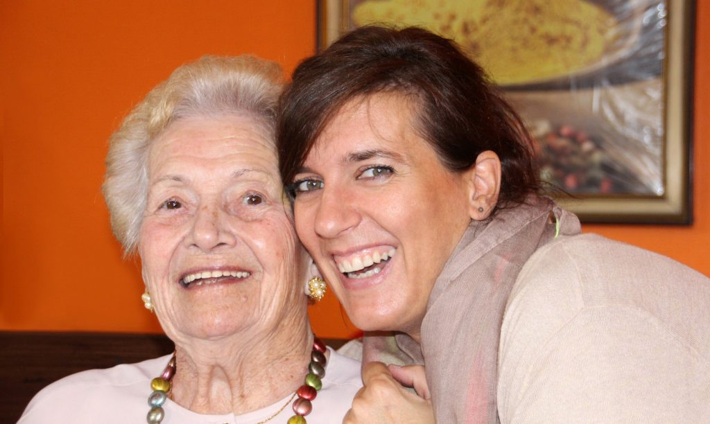 anciana disfrutando